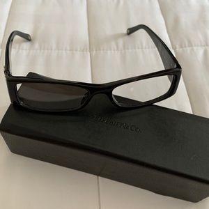 Ophthalmolic eyeglass frame